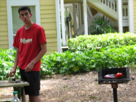 [picture: jul04-neilclosebbq.jpg]