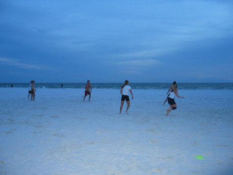 [picture: beach ulti, gettin dark!]